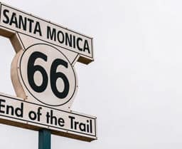 On the road a zero emissioni: viaggio sulla Route 66 in auto elettrica
